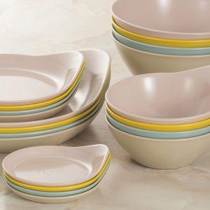 スモーキーな色合いが素敵なお皿とボウル